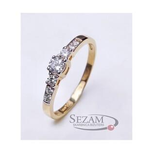 Pierścionek zaręczynowy ze złota 8 karat wysadzany cyrkoniami nr AR 202412-YW-FCZ