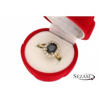 Pierścionek zaręczynowy z diamentami i szafirem nr RS RSV0098 Markiza KATE